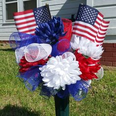 Patriotic cemetery arrangement