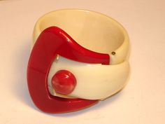 RED & WHITE CELLULOID OR PLASTIC BRACLET