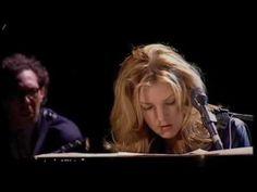 Versión de un clasico en la voz de Diana Krall acompañada de excelentes músicos entre los que figura el percusionista brasileño Paulinho da Costa.     DVD: Diana Krall - Live In Paris