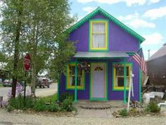 This cute little cottage in a Colorado ski town is wildly noticeable from the street; surprisingly, the neutral, non distinct interior boasts nearly no color at all.