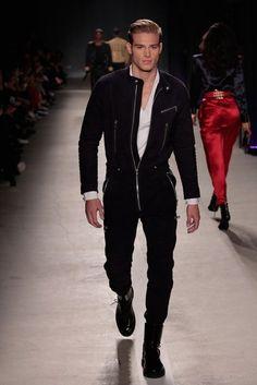 - sarah 💦 stylish men, high fashion, runway fashion, mens fashion, vogue f Look Fashion, Runway Fashion, Fashion Models, Mens Fashion, Fashion Design, Fashion Tips, Vogue Fashion, Fashion Bloggers, High Fashion