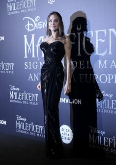 Angelina Jolie In Atelier Versace - 'Maleficent: Mistress Of Evil' Rome Premiere Angelina Jolie Maleficent, Angelina Jolie Style, Film Maleficent, Angelina Joile, Millie Bobby Brown, Celebrity Moms, Celebrity Style, Ariana Grande, Versace Dress