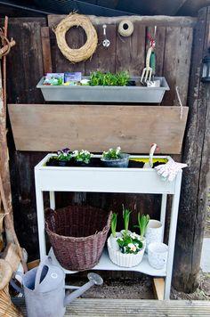 Selbst Gebauter Diy Pflanztisch Für Den Garten | Garten ... Pflanztisch Fur Den Garten Ideen Selbermachen