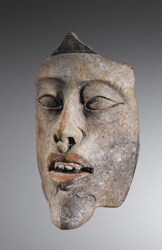 TÊTE DE DIGNITAIRE, FRAGMENT D'UN ENCENSOIR-EFFIGIE   CULTURE MAYA  MEXIQUE  CLASSIQUE,600-900 AP. J.-C.  MAYA EFFIGY FRAGMENT OF AN INCENSARIO, MEXICO