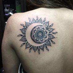 Resultado de imagen para atrapasueños luna tattoo muslo