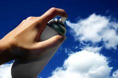 """Um spray de fumaça? Ilusão """"pinta"""" o céu com as nuvens"""