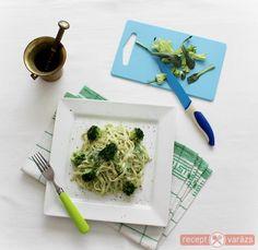 Egyszerűen, és rövid időráfordítással, egy igazán finom tésztás ételt varázsolhatunk az asztalra. Brokkolikrémes tészta recept Készítsd el akár 2, vagy 12 főre, a Receptvarazs.hu ebben is segít!