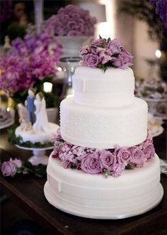 Lavender wedding cake #lavenderweddings #weddingcakes