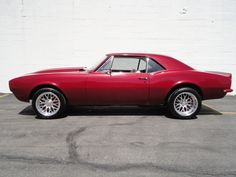 1967 Chevrolet Camaro Pictures: See 594 pics for 1967 Chevrolet Camaro. Browse interior and exterior photos for 1967 Chevrolet Camaro. Chevy Camaro Z28, Ford Maverick, Chevy Muscle Cars, Old Race Cars, Truck Wheels, Sport Cars, Paranormal, Hot Rods, Interior And Exterior
