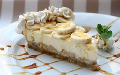 Bananen Cheesecake! Dit recept is een 'no-bake recept' en je hebt er dus geen oven voor nodig. De gelatine en roomkaas zorgen voor voldoende stevigheid.