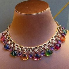 The beauty of a horse's form and elegance of its stand and gait make it the perfect addition to any fine jewelry collection. That is why more and more jewelry makers have horse design collections Bvlgari Necklace, Bulgari Jewelry, Pandora Jewelry, Luxury Jewelry, Jewelery, Pandora Pandora, Pandora Necklace, Diamond Pendant Necklace, Diamond Jewelry