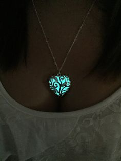This reminds me of what I think necklaces in throne of glass look like