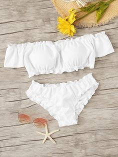 To find out about the Lettuce Trim Bardot Top With Seam Detail Bikini Set at SHEIN, part of our latest Bikini Sets ready to shop online today! Haut Bikini, Bandeau Bikini, Bikini Swimwear, Tankini, Cute Swimsuits, Cute Bikinis, Women Swimsuits, Bikini Sets, Swimwear Sale