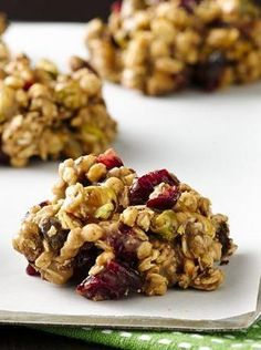 Forget preheating the oven! These easy no-bake cranberry cookies come together r. - Forget preheating the oven! These easy no-bake cranberry cookies come together right on your stovet - Baking Recipes, Cookie Recipes, Snack Recipes, Dessert Recipes, Ham Recipes, Cereal Recipes, Weigth Watchers, Granola Cookies, Yummy Food