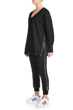 Platinum-tone zipper on both sides. This drawstring jogger pants has ribbed waistband and ankle to create a flattering tapered silhouette. Jogger Pants, Joggers, Jeans And Sneakers, Black Cotton, Women Wear, Normcore, Sweatshirts, Sleeves, Model