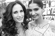 Photo of the day: Sonam Kapoor bonds with Hollywood star Andie MacDowell at Cannes Film Festival, gives her a special gift - IBNLive