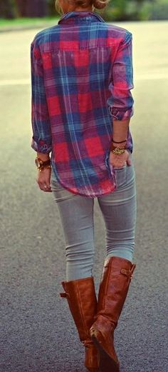 Casual Fall Outfit Red and Blue Flannel Shirt, Light-Wash Jeans, and Brown Riding Boots Looks Chic, Looks Style, Style Me, Fall Winter Outfits, Autumn Winter Fashion, Autumn Fall, Winter Style, Summer Outfits, Looks Jeans
