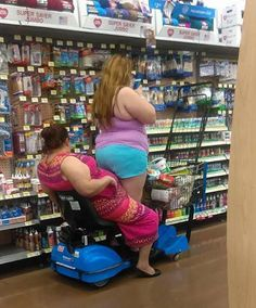People Of Walmart - Funny Pictures of People Shopping at Walmart Funny Walmart Pictures, Walmart Funny, Funny People Pictures, Best Funny Pictures, Walmart Pics, Fail Pictures, Meanwhile In Walmart, Only At Walmart, People Of Walmart