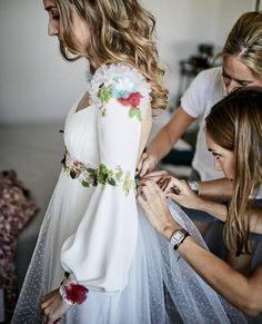 """1,238 Me gusta, 13 comentarios - Sandra Majada (@invitada_perfecta) en Instagram: """"De estos vestidos que no dejan indiferente @bebascloset . . . #novia #novias #noviasconestilo…"""""""