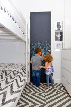 Show us your nursery – a tiny New York bedroom for two New York Bedroom, White Kids Room, Black White Bedrooms, Shared Bedrooms, Tiny Bedrooms, Attic Remodel, Kids Bedroom, Kids Rooms, Sibling Bedroom