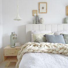 Nachtkastje - gebreide lamp - bedhoofd Huis & Grietje #nachtkastje #underlayment #bedhoofd #gebreidelamp #huisengrietje