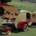 Fantastic Teardrop Camper Trailer Design Ideas For Nice Camping Vintage Campers, Camping Vintage, Vintage Travel Trailers, Retro Camping, Vintage Picnic, Vintage Airstream, Vintage Caravans, Little Campers, Cool Campers