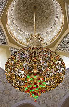 It's a beautiful world. World's largest Swarovski chandelier inside the Sheikh Zayed Grand Mosque in Abu Dhabi, United Arab Emirates (by daveleau). Islamic Architecture, Art And Architecture, Abu Dhabi, Urban Deco, Beautiful Mosques, Grand Mosque, Unique Lighting, United Arab Emirates, Chandelier Lighting
