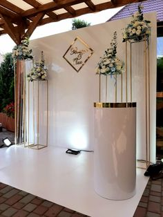 Wedding Backdrop Design, Gold Backdrop, Wedding Stage Decorations, Wedding Ceremony Backdrop, Bridal Shower Decorations, Decoration Chic, Wedding Motifs, Birthday Backdrop, Floral Event Design