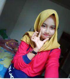 Hijabi Imut: Beautiful Hijaber from Aceh Hijabi Girl, Girl Hijab, Beautiful Hijab, Beautiful Asian Girls, Hijab Chic, Cute Relationships, Hijab Fashion, Cool Girl, Islam