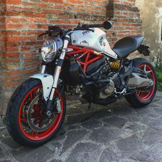 Ducati Monster 821 Ducati Desmo, Moto Ducati, Cafe Racer Motorcycle, Motorcycle Garage, Ducati Monster 821, Ninja Bike, Moto Car, Chopper Bike, Café Racers
