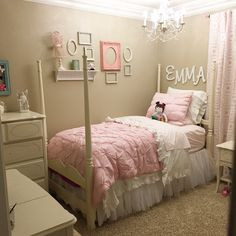 Pottery Barn Kids Audrey bedding. Emma's room competed.