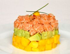 Tartar de salmón y mango Salmon Y Aguacate, Fish And Seafood, Vegan Gluten Free, Watermelon, Tasty, Favorite Recipes, Healthy Recipes, Fruit, Gourmet