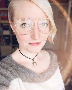 Cześć w niedzielę jak Wam minął weekend? Ja zaliczyłam trochę odpoczynku i trochę pracy a przy okazji kupiłam sobie nowe okulary (tak jestem z tych leszczy co czasem noszą zerówki dont judge me ).  Pomyślałam że się Wam w nich pokażę i zapytam co myślicie - nosić czy zdjąć i zakopać pod drzewem?  . . . . . #selfie_time #helloitsme #blondehairstyles #carolinasbook #lunula #aviatorglasses #glassesgirl #selfportraits #selfportraiture #photographerslifestyle #tv_retro #ootds #memyself… Tv Retro, Book Instagram, Round Glass, Glasses, Fashion, Eyewear, Moda, Eyeglasses, Fashion Styles