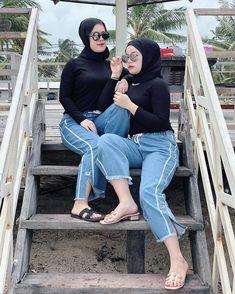 "❶❾ di Instagram ""😋💨"" Hijab Jeans, Girl Hijab, Mom Jeans, Movies, Pants, Instagram, Fashion, Trouser Pants, Moda"