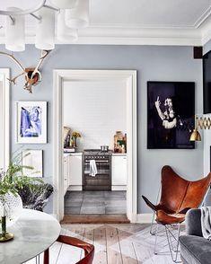 """1,689 Me gusta, 12 comentarios - ELLE Decoration Sverige (@elledecorationse) en Instagram: """"Favorit i repris!  Med sina ljuvligt ljusblå väggar och smarta förvaringslösningar är det här…"""""""
