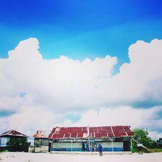 @Regrann from @joka_joka.adventurecare -  Sd Muhammadiyah . .  Gantong ?? #sun #sunny #sunnyday #toptags #sunnydays #sunlight #light #sunshine #shine #sky #clouds #fabskyshots #skylovers #bluesky #cloudstagram #beautiful #cloudporn #skyporn #vsco #vscoapp #vscoart #vscocam #vscocool #vscoedit #vscofilm #vscogood #vscogram #belitung #tripbelitung #tripmurah Belitung, Sd, Sunlight, Paradise, Sunshine, Clouds, Film, Places, Instagram Posts