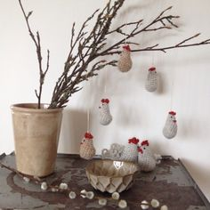Frk Rosengren hæklet påskepynt Easter Crochet, Hens, Dutch, Chicken, Knitting, Spring, Easter Activities, Dutch Language, Tricot