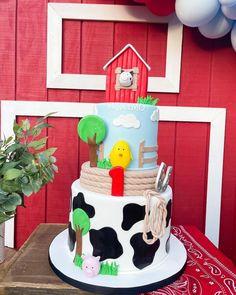 Farm Themed Birthday Cake from a Farm 1st Birthday Party on Kara's Party Ideas | KarasPartyIdeas.com #kidsbirthdaypartyideas #kidsbirthdayparty #boybirthdayparty #girlbirthdayparty #genderneutral #genderneutralparty Farm Animal Party, Barnyard Party, Farm Party, Baby Boy 1st Birthday Party, Themed Birthday Cakes, Farm Theme, First Birthdays, Party Ideas, Farmhouse Ideas