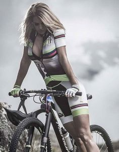 PÁGINA DEDICADA A LAS GUAPAS CICLISTAS QUE RECORREN LAS CARRETERAS DE TODO EL MUNDO. TODAS LAS FOTOS... #cyclegear