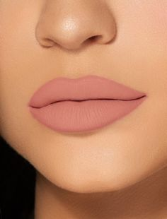 Queen Matte Liquid Lipstick Lip Kit by Kylie Jenner. The Kylie Cosmetics Liquid Lipstick Lip Kit is your secret weapon to create the perfect 'Kylie Lip.' Each Lip Kit comes with a Matte Liquid Lipstick and matching Lip Liner. Bright Pink Lipsticks, Lipstick Colors, Lip Colors, Morphe, Color Durazno, Koko K, Kylie Lips, Kylie Jenner Lipstick Shades, Kylie Jenner Pink Hair