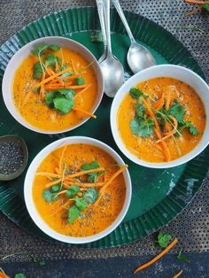 Spicy gulrotsuppe med kokosmelk Raw Food Recipes, Veggie Recipes, Soup Recipes, Cooking Recipes, Healthy Recipes, Norwegian Food, Norwegian Recipes, Soup And Sandwich, Everyday Food