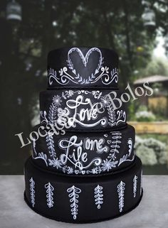 bolo-cenografico-casamento-fake-lousa-chalkboard Bolo Chalkboard, Cake, Chalk Board, Party, Sweet Treats, Deserts, Mudpie, Chalkboard, Cheeseburger Paradise Pie