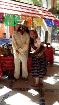 """El """"Indio"""" y la """"Adelita"""", son tipicos personajes de la historia mexicana, los cuales no pueden faltar en una tradicional fiesta de pueblo mexicana. #ambientacionmexicana #fiestatematica #fiestatema #pueblomexicano #iglesia #catedral #arcomexicano #fiestamexicana"""