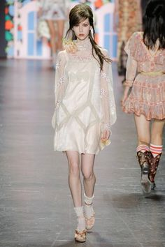 Anna Sui Spring 2017 Ready-to-Wear Fashion Show Collection