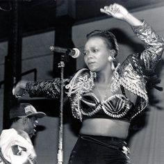 Happy Birthday Brenda we Bozza. Nokuzola.. May you live on through your timeless music.. #BrendaFassie #HappyBirthdayBrenda #Mabrrr #brendafassie