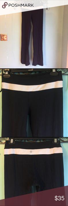 "Lululemon Yoga Pants Black Sz 4 Lululemon Yoga Pants Black Sz 4. In very good gently pre-owned condition. No rips or tears. Inseam 32"". Inside tag is removed. lululemon athletica Pants Leggings"