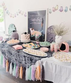 Move over, creepy Halloween decor! This Monster Mash party is about the cutest thing we've seen. How do you feel about this pastel take on a traditional color scheme? Party by: Photo: Entertainment: October Birthday Parties, Halloween 1st Birthdays, Halloween First Birthday, Pink Halloween, 1st Birthday Girls, 1st Birthday Parties, Birthday Ideas, Kawaii Halloween, Creepy Halloween Decorations