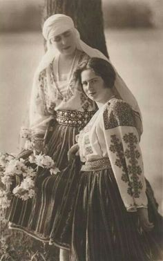 Queen Marie of Romania with Princess Ileana of Romania ❤💛💙 Costume Shop, Folk Costume, Michael I Of Romania, Romanian Royal Family, Princess Alexandra, Save The Queen, Queen Mary, Kaiser, Timeless Beauty