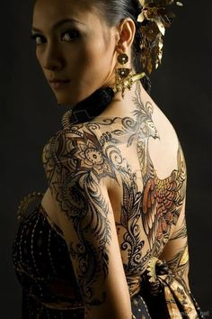 beautiful and detailed piece on back, shoulder, and arm.
