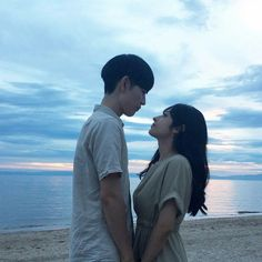 Your favorite colour? Picture Poses, Picture Video, Couple Ulzzang, Ulzzang Girl, Relationship Images, Beach Poses, Korean Couple, Avatar Couple, Cute Couple Pictures